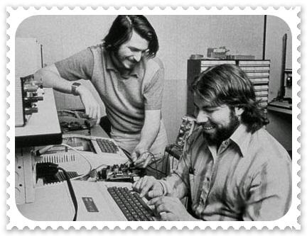 Steve Jobs e seu parceiro de criação Wozniack, na garagem de sua casa - 1976