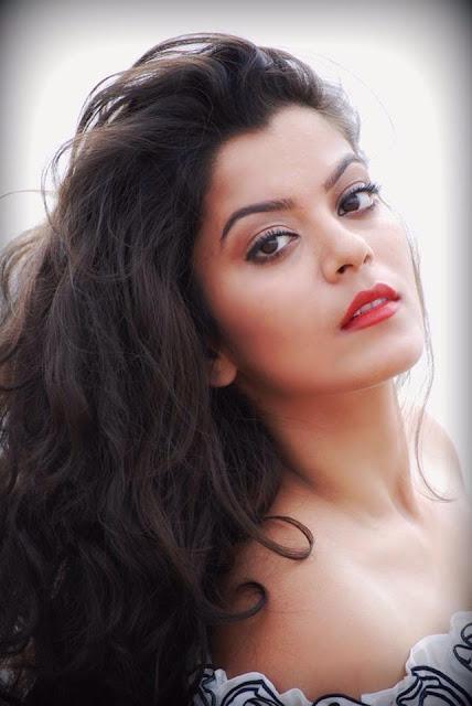 nidhi Jha beautiful photo