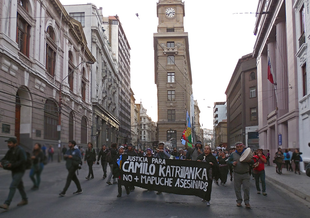 Fin de la militarización y la libre determinación Mapuche,marcha en valparaíso
