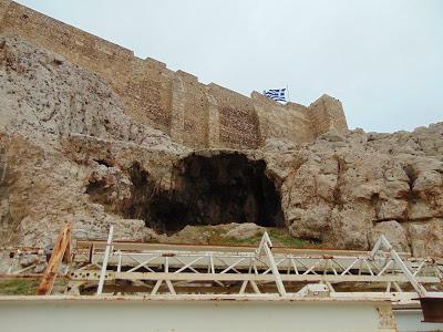 'Απαγορευμένα' σπήλαια της Ακροπόλεως και ανεξήγητα φαινόμενα!