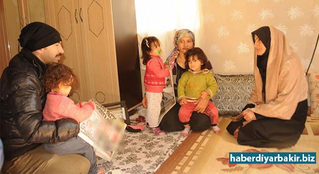 DİYARBAKIR-Kayapınar Belediyesi yetkilileri, 8 yıl aradan sonra üçüz çocuk sahibi olan İhsan ve Ayfer Dadır çiftini evlerinde ziyaret edip sorunlarını dinleyerek, 2'si kalp hastası olan çocuklarının tedavisi için gerekli desteği vereceklerini söylediler.