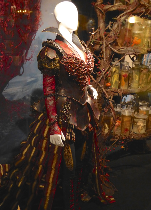 King Ranger Theater >> Hollywood Movie Costumes and Props: Red Queen Organic Armour costume from Alice Through the ...
