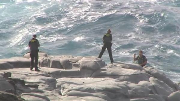 Buscan a un joven que cayó al mar en la costa de Arucas