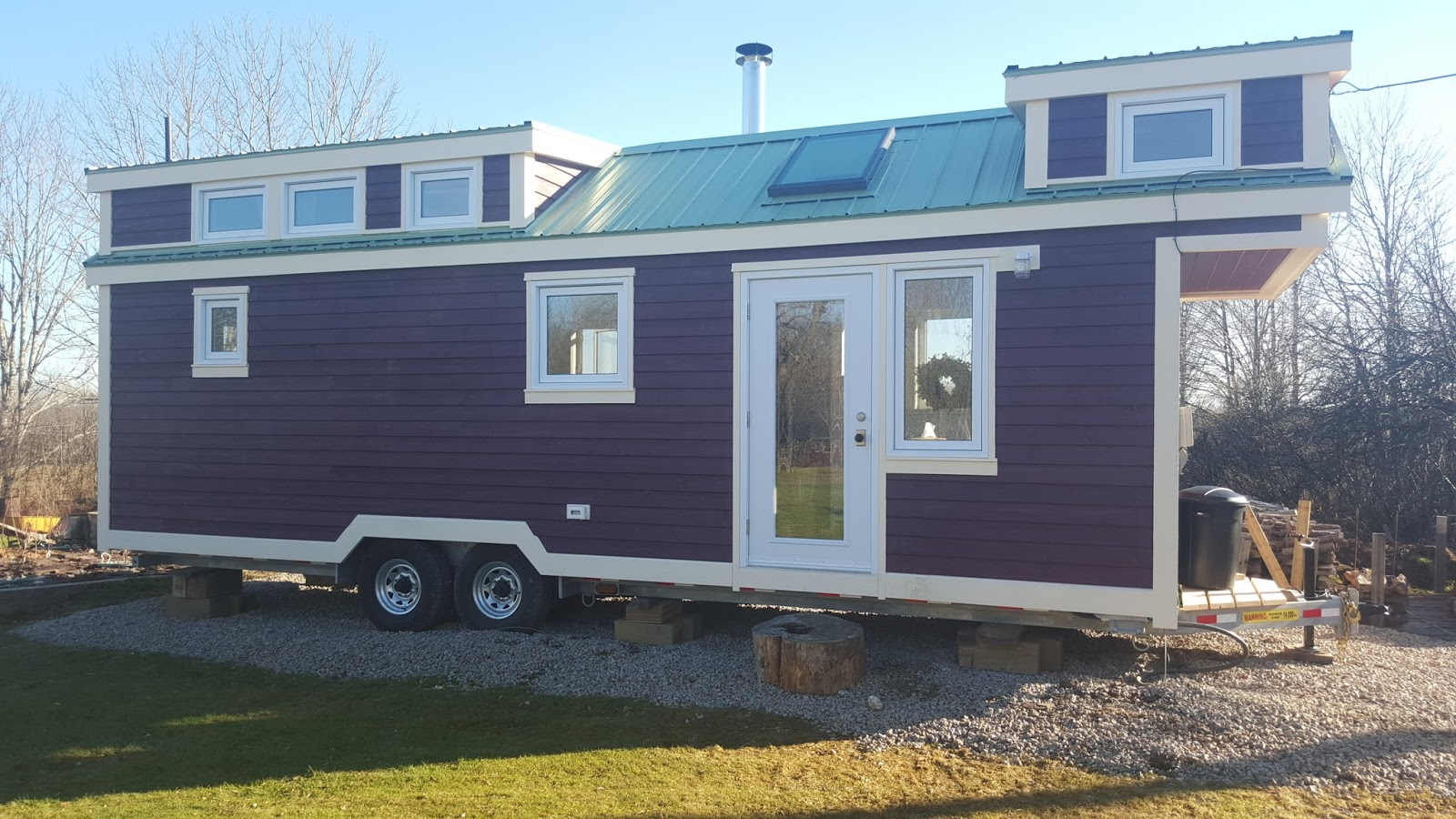 Tiny house town the t berry tiny house for 24 ft tiny house