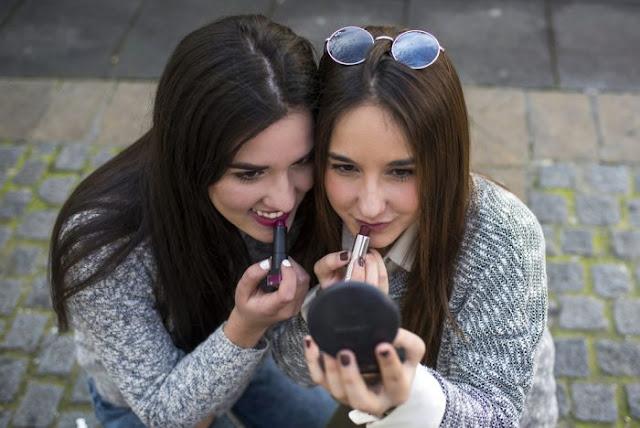 Bahaya Saling Meminjamkan Alat Kecantikan, jangan pinjamkan kosmetik anda, bahaya pinjamkan alat kecantikan, menular via alat kosmetik