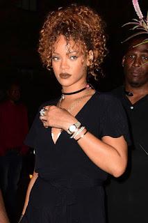 Rihanna con choker de ultima moda