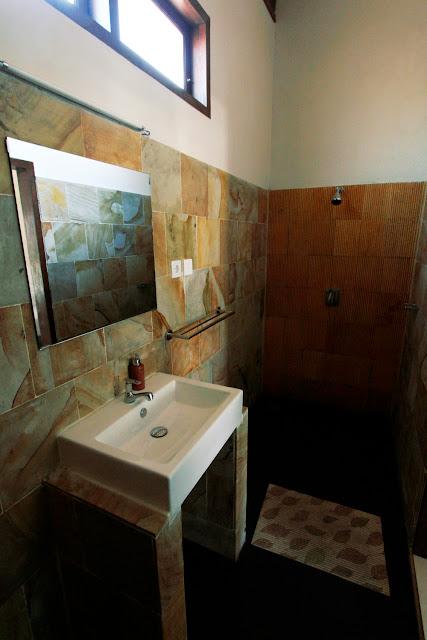 Vista 2 del baño del hotel Trawangan Oasis (Gili Trawangan)