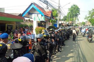 Lantaran Ditolak Warga, Ahok Batal Kampanye di Kedoya - Commando