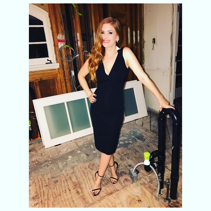 Isla Fisher Hot Pictures-Bikini Photos & Images