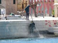 Uklonjen grafit HAJDUK Supetar slike otok Brač Online