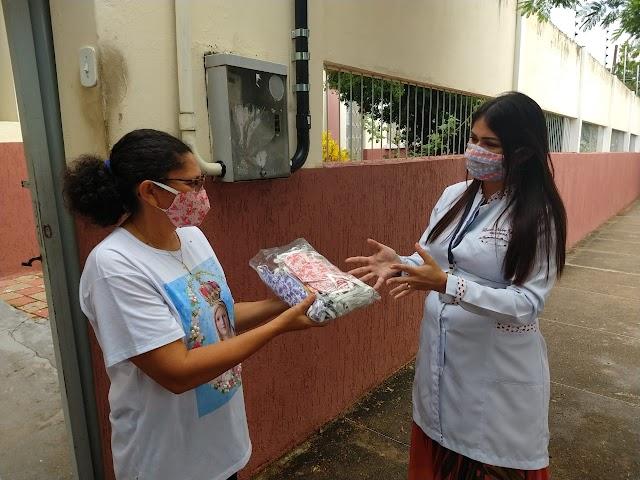 Solidariedade está na moda- alunas e instrutora do Senac produzem e doam máscaras artesanais