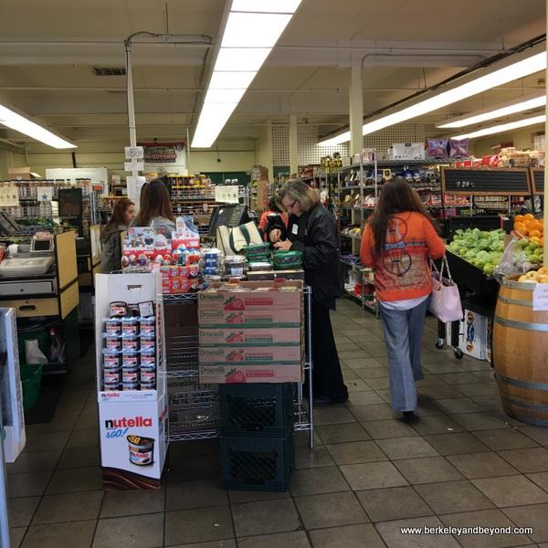 interior of Dean's Produce in Millbrae, California