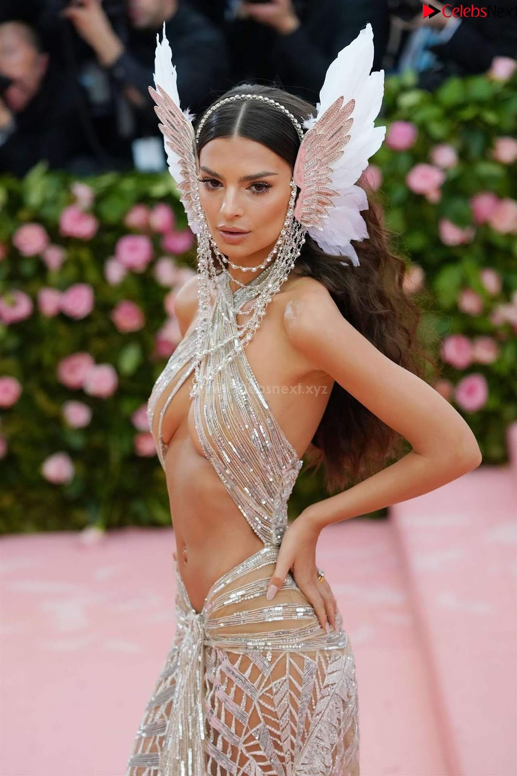 Emily Ratajkowski Expising her beautiful tits at 2019 MET Gala in NYC CelebSneXt.xyz Exclusive Pics