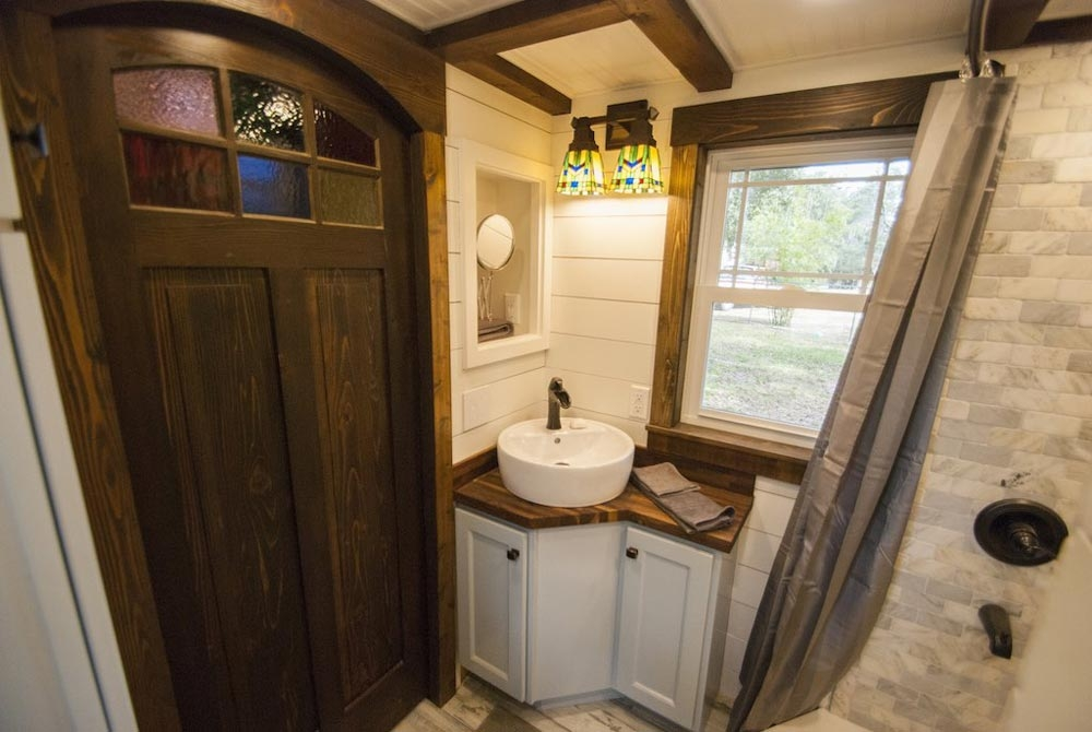 09-Shower-Room-Adam-Lehman-Architecture-with-Tiffany-the-Tiny-Home-on-Wheels-www-designstack-co