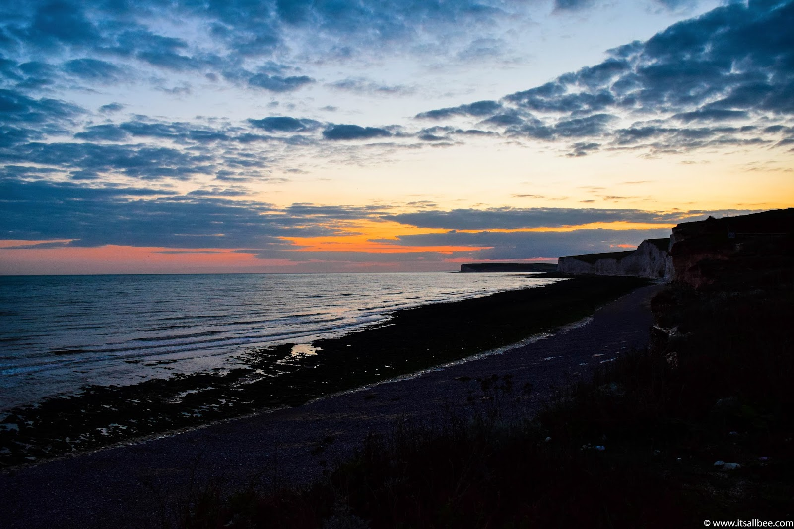 Guide to exploring Seven Sisters In East Sussex. Hiking in the beautiful white chalk hills of East Sussex. Perfect weekend getaway from London. #Eastbourne #BirlingtonGap #Newhaven #Seaford #traveltip #beaches #britain #LondonGetaways #daytrip
