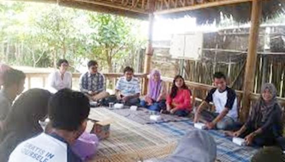 Menerapkan Nilai-Nilai Keagamaan Di Lingkungan Sosial Masyarakat