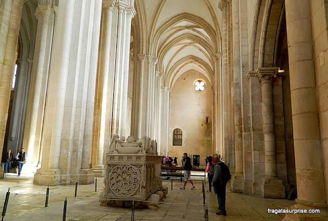 Túmulo de Inês de Castro no Mosteiro de Alcobaça, Portugal