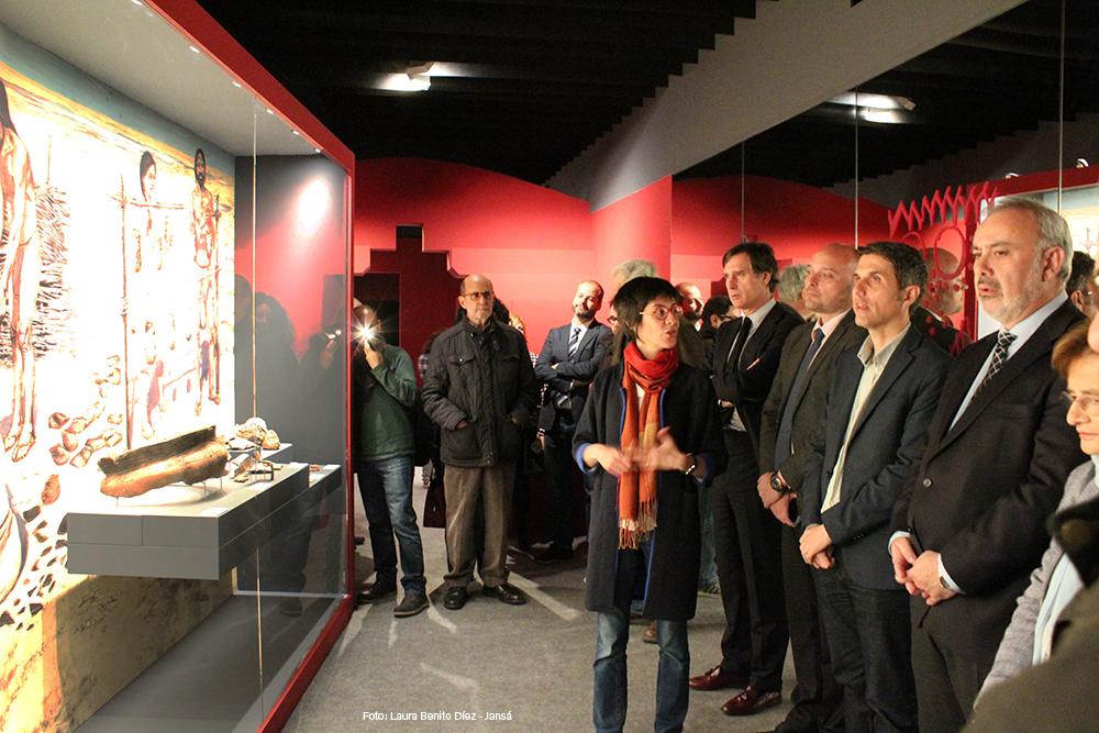 Visita inaugural a la exposición ¡Un brindis por el príncipe! con la comisaria Elisa Guerra. Museo Arqueológico Regional de la Comunidad de Madrid.