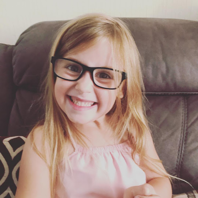 daighter-glasses-six-years-old