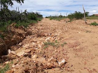 Vereador de Nova Palmeira alfinetou o prefeito numa rede social e cobrou a recuperação de estradas no município