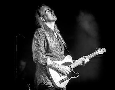 Bjorn Berge sort Who Else, son treizième album, et c'est du lourd.