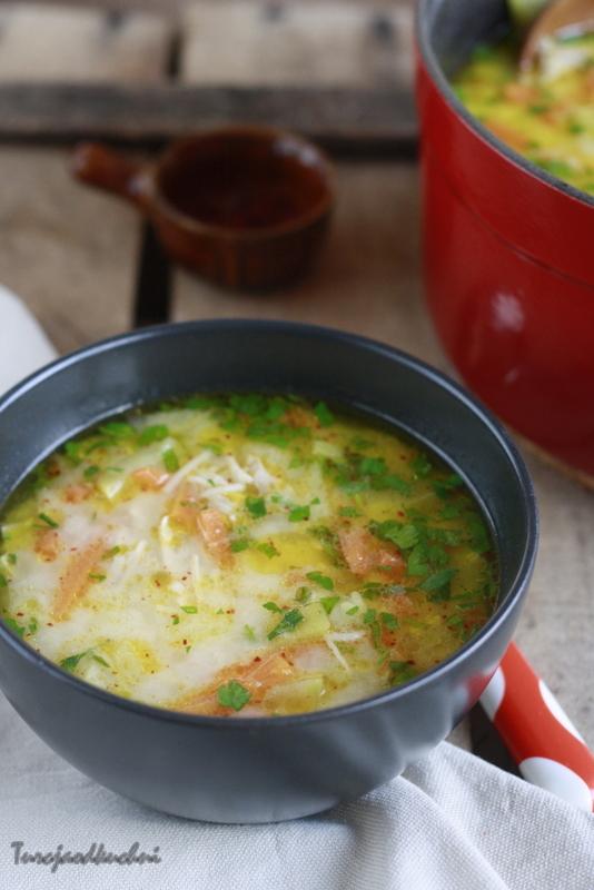 Zupa z kurczakiem i warzywami / Muradiye çorbası
