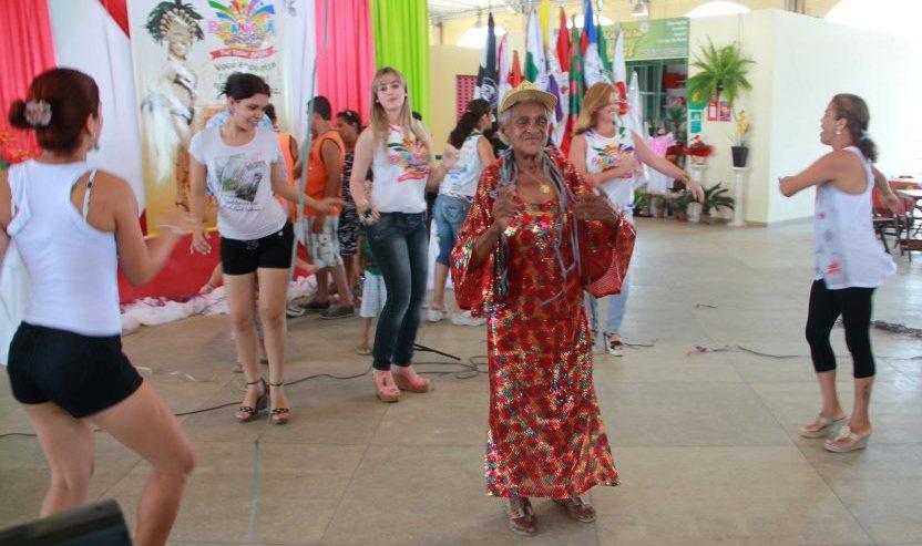 bc84d6d660d3 Lançado o carnaval 2012 de Paranaguá