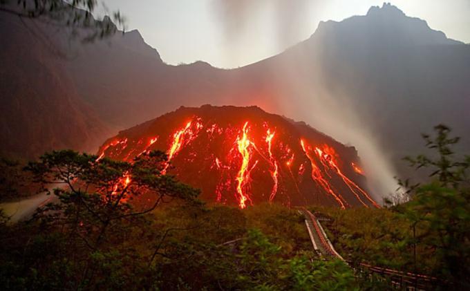 10 Gunung Di Indonesia Yang Pernah Meletus Dahsyat Manusia Lembah