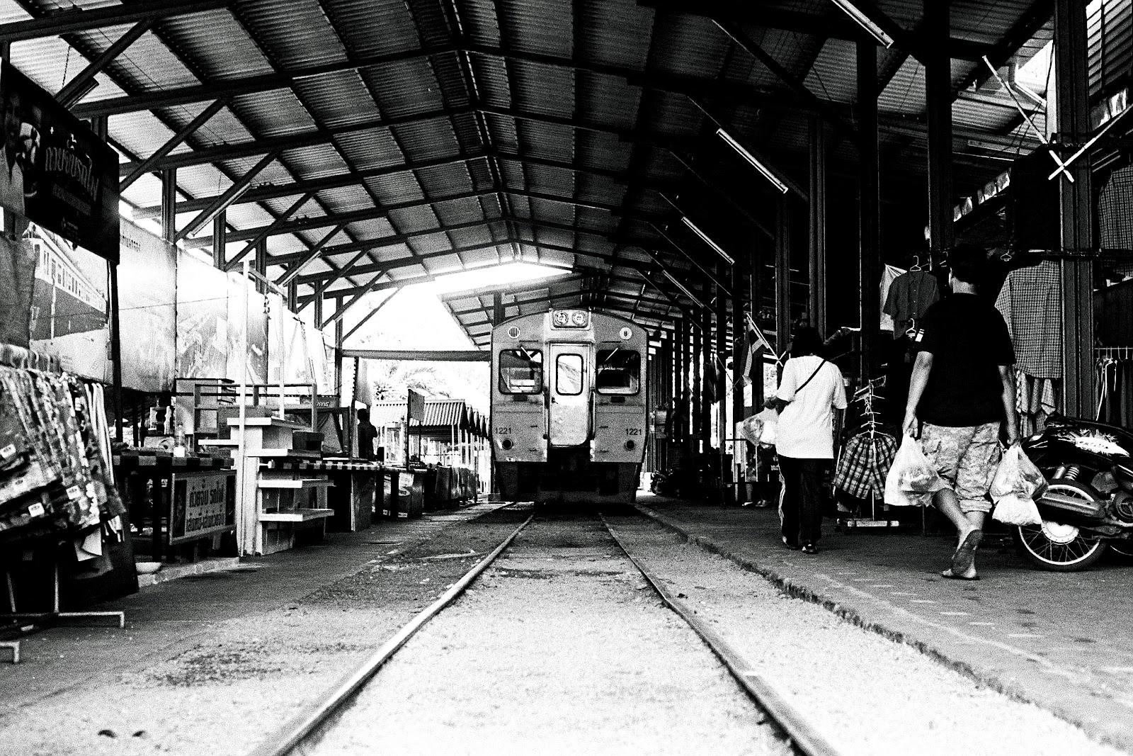 3738 034 闖蕩東南亞遊記(四):「媽媽」帶我遊鐵路、看水上市場