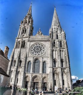 Fachada de la Catedral de Chartres, Francia