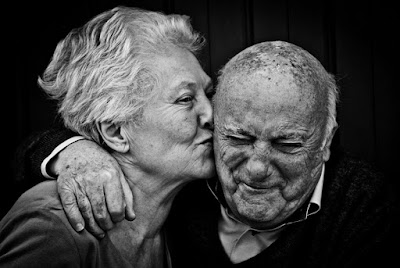 old couple kiss picture