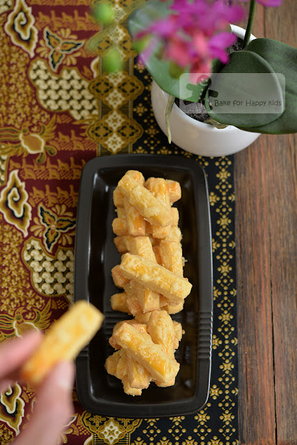 Kastengels Indonesian Cheese Cookies