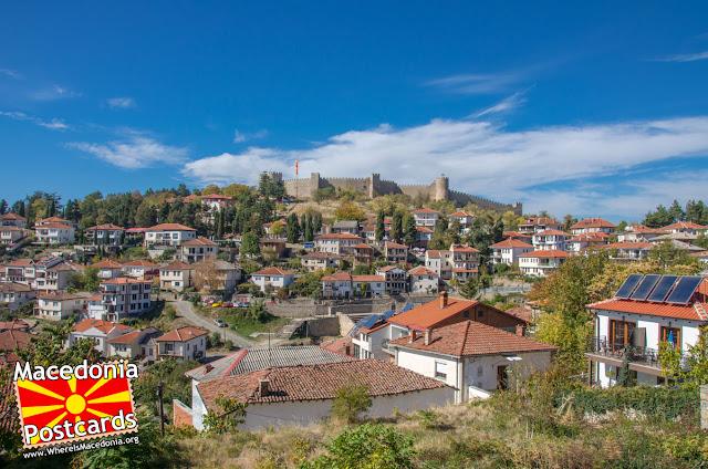 Панорама - Охрид - поглед од дворот на црквата Пресвета Богородица Привлептос (Св. Климент)