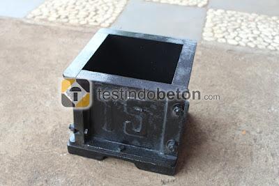 cetakan kubus beton hitam ukuran 15