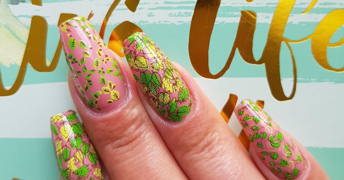 Druk op nagels in nude bladgoudfolie Nagels Valse nagels