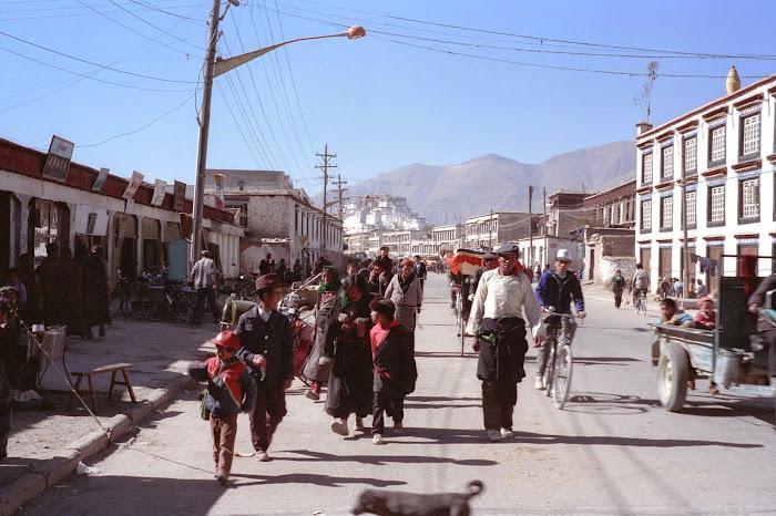 Tibet, Lhassa, Dekyi Sharlam, © L. Gigout, 1990