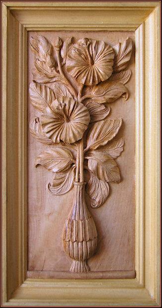 Jarrón con marco. Talla en madera