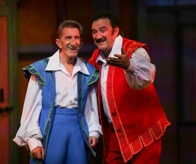 chuckle brothers in panto