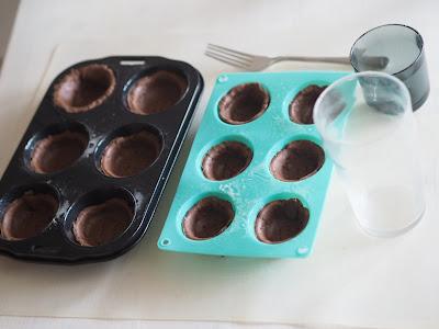 suklaakupit paistumaan