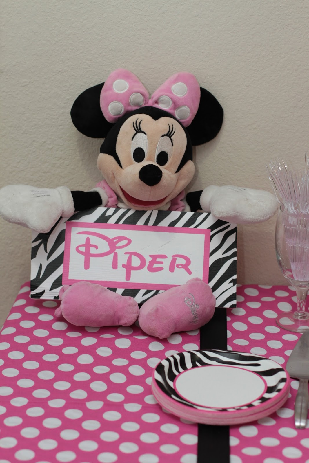 The Crazy Picture Lady Piper S Minnie Mouse Birthday Party