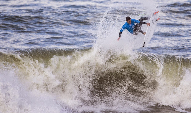 20 2014 Moche Rip Curl Pro Portugal Travis Logie ZAF Foto ASP Damien%2B Poullenot Aquashot