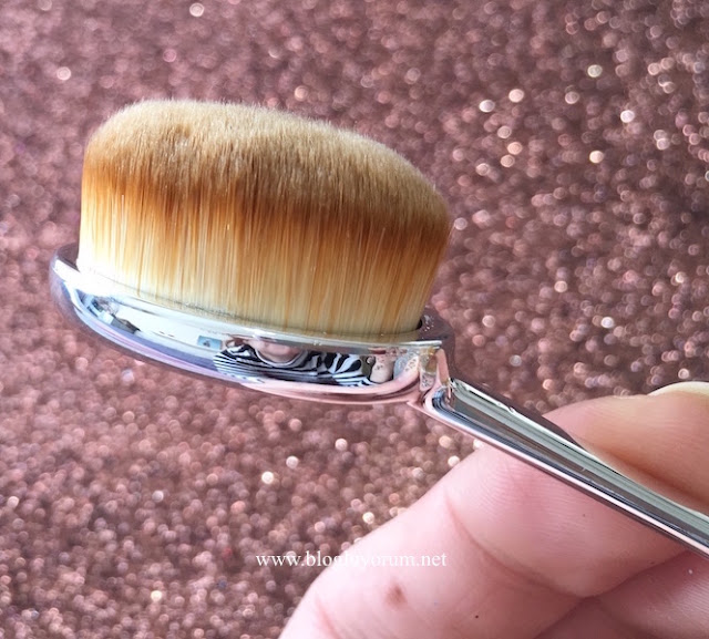 art net oval foundation brush kaşık fırça