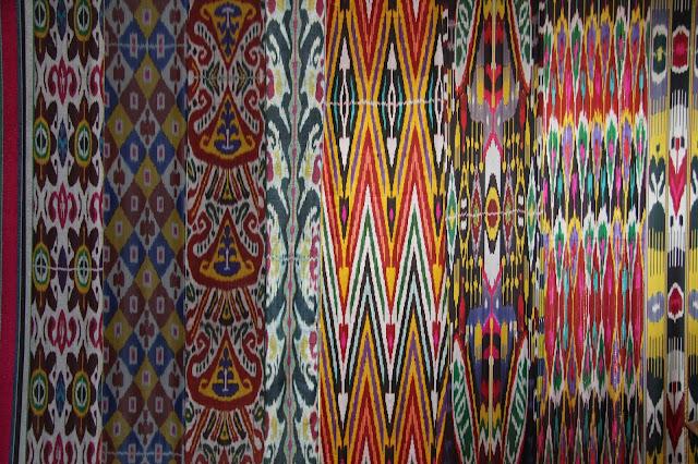 Ouzbékistan, Tachkent, Musée des Arts décoratifs, soie ikatée, atlas, © L. Gigout, 2012