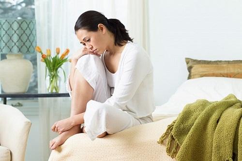 Khí hư ra có mùi tanh phải điều trị như thế nào?