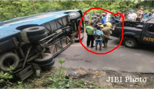 Kecelakaan Bantul ( Jogjakarta ) : Tak Kuat Menanjak, Bus Pariwisata Terguling