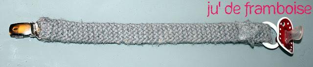 attache sucette tricot