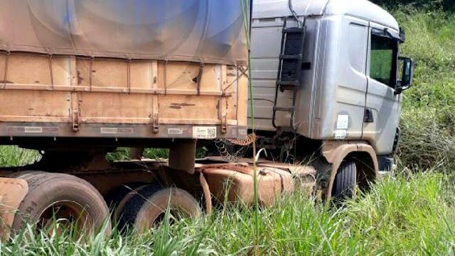 Por pouco! Barra de direção quebra e carreta quase provoca tragédia na BR 364