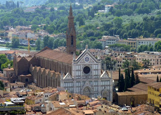 Iglesia de Santa Croce desde la cúpula del Duomo de Florencia.