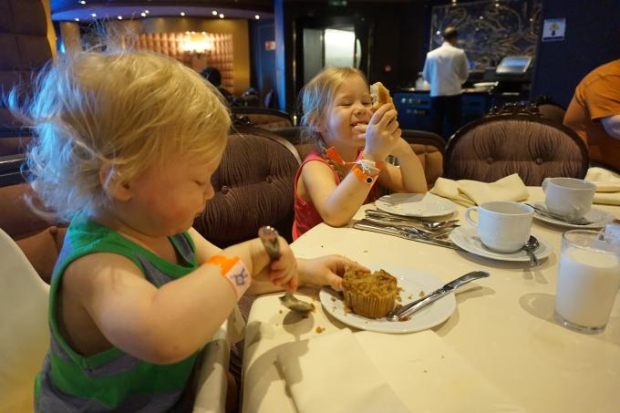 msc divina karibian risteily, lapset ravintolassa aamupalalla