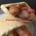 Pan de pita relleno de salchichas al Jerez